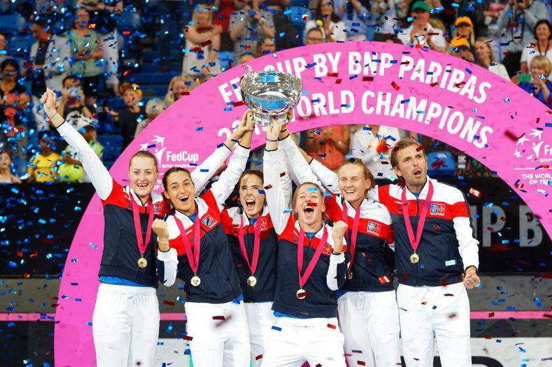 一人包辦聯邦盃決賽3點勝利,茉蘭登諾維奇(Kristina Mladenovic)成為法國隊終結16年冠軍荒的最大功臣。 美聯社