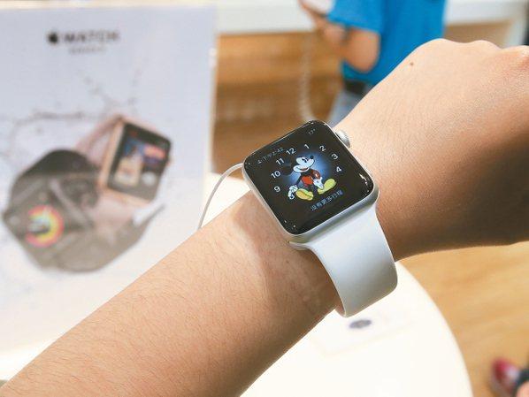 三星、華為、蘋果、小米等四大手機品牌,近期也將戰線延長至智慧手表,引爆新一波蘋果...