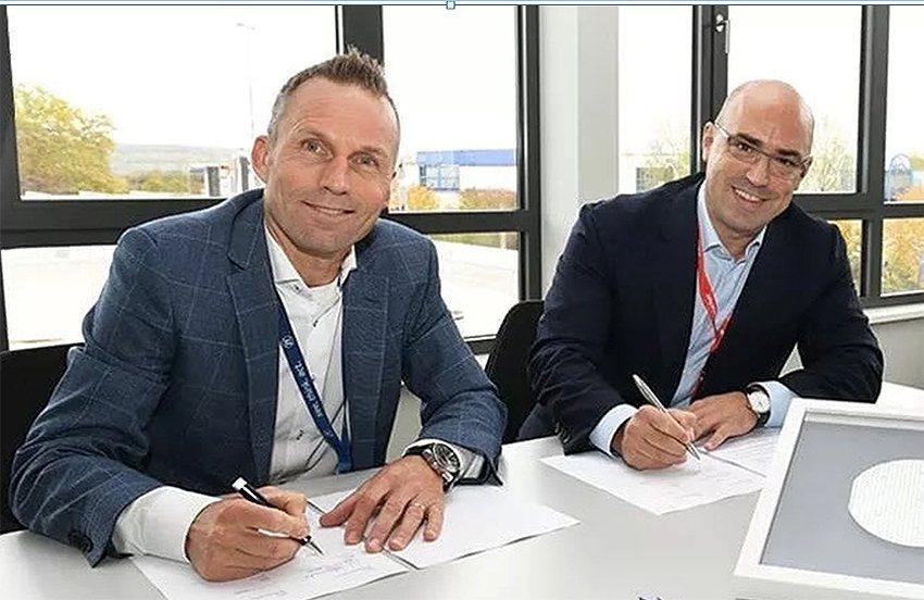 採埃孚E-Mobility事業部負責人JörgGrotendorst和Wolfs...