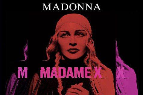 美國流行樂天后瑪丹娜(Madonna)因為演唱會開場時間改太晚,被一名佛羅里達州男歌迷一狀告上法院,指控瑪丹娜違反與購票人之間的合約。瑪丹娜昨天在推特上傳影片,內容是她在拉斯維加斯演唱會上,邊坐在鋼...