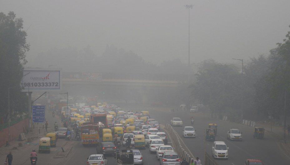印度首都新德里近來常受到霧霾籠罩。 美聯社