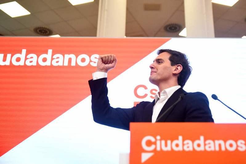 西班牙中間偏右公民黨(Ciudadanos)領袖李維拉(Albert Rivera)今天表示,他已辭去黨魁及國會議員職位。 法新社