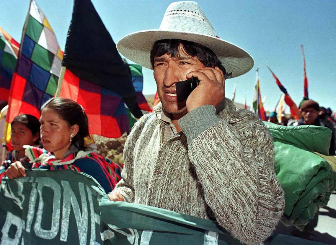 莫拉萊斯出身於玻利維亞原住民「艾瑪拉族」(Aymara),是2000年代初期,玻...
