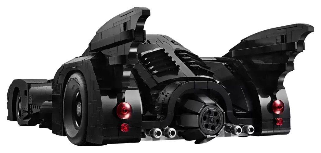 誇張的尾翼和巨大輪胎都如電影般相當擬真。 圖/LEGO提供