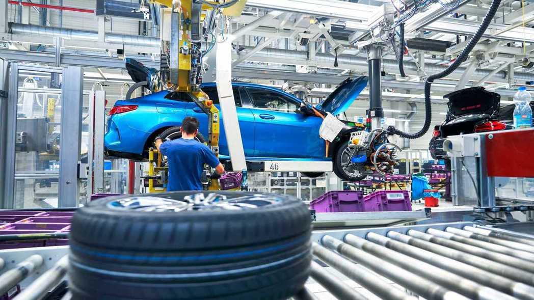BMW投資3億歐元擴增並優化工廠生產線。 摘自BMW