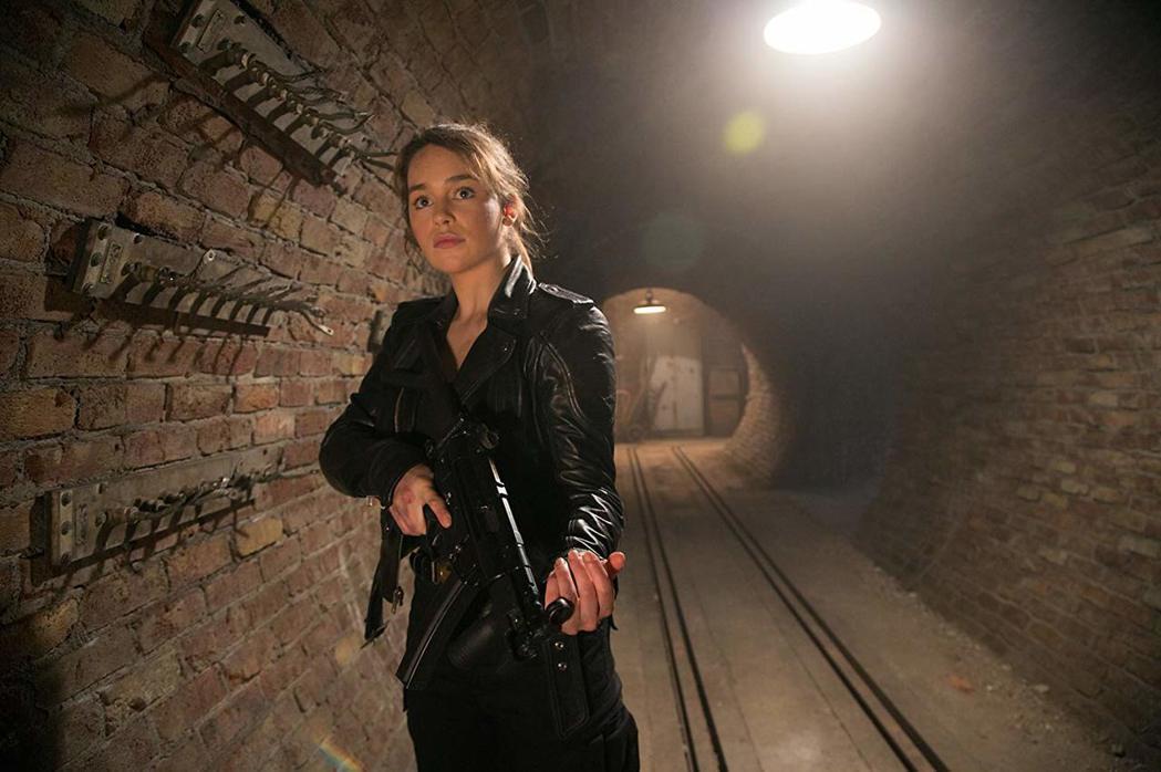 「龍后」艾蜜莉克拉克在「魔鬼終結者:創世契機」中飾演莎拉。圖/擷自IMDb