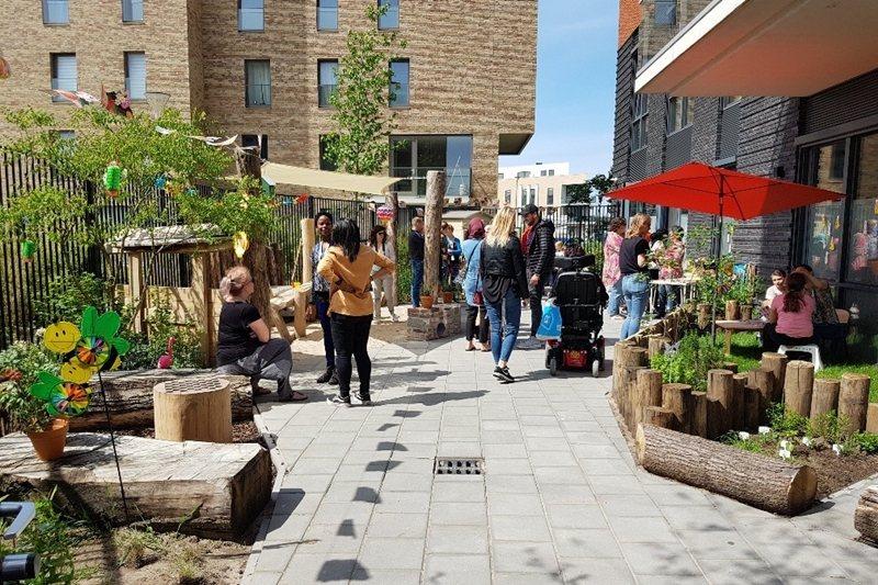 透過與社區緊密合作,橘屋做到開放式的社區融合。 圖/取自Blijf Groep