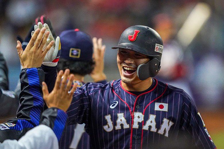日本隊右外野手鈴木誠也球棒發燙,連3戰都敲出全壘打,對澳洲這轟更是尤其重要。 歐...