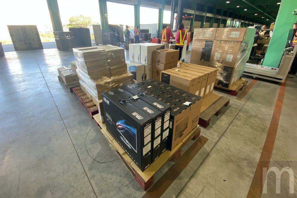 大型貨品或量販類型貨品通常會額外存放,並且透過人工方式揀貨