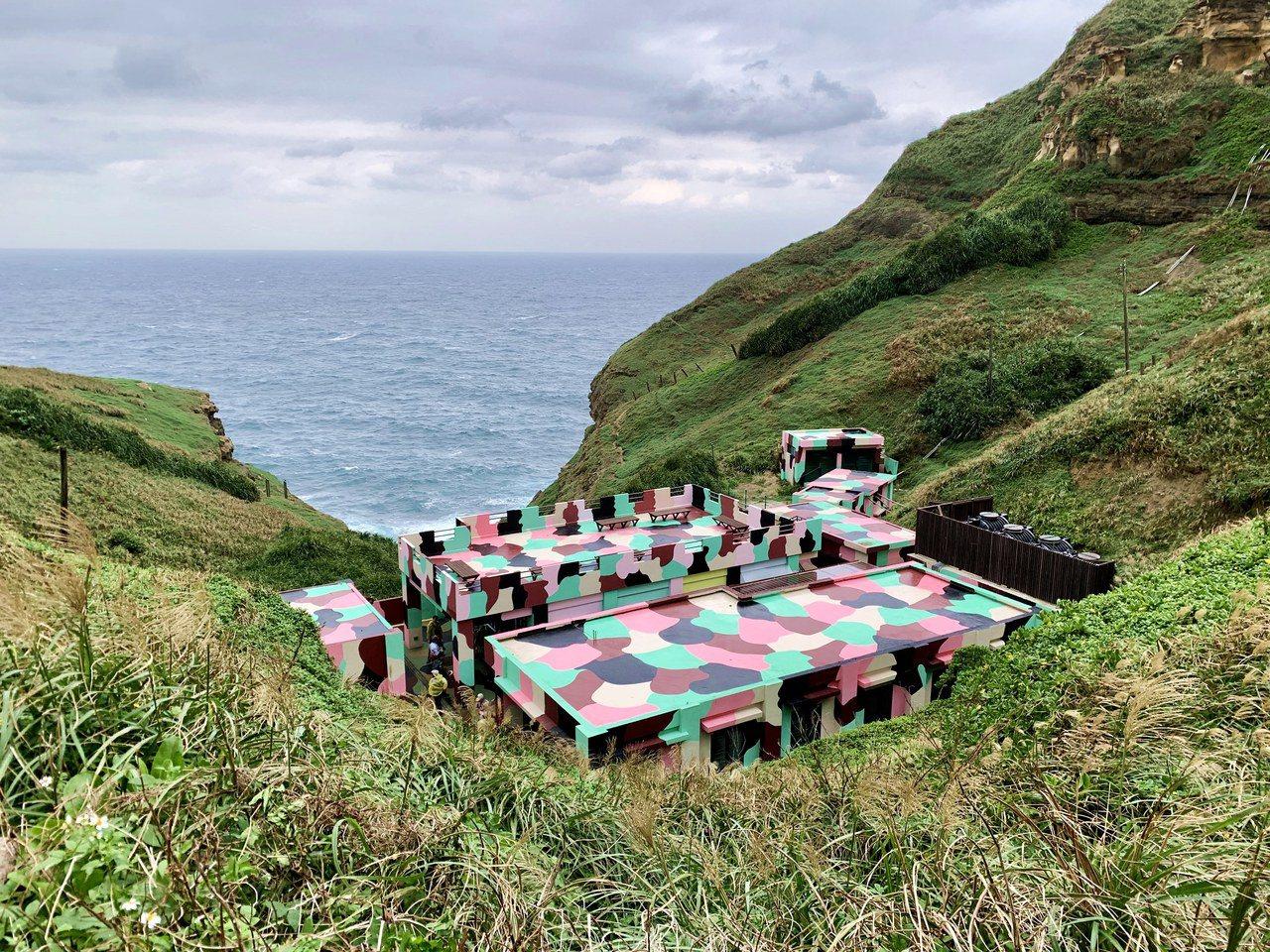 位於山谷間的「聽濤營區」可欣賞絕佳海景。記者張芳瑜/攝影