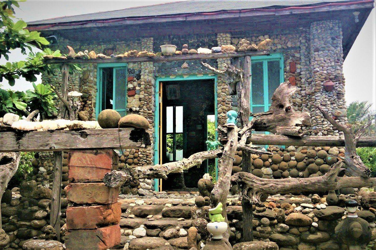 柯冬雄位於東石鄉的老家是用石頭堆疊而成,可以想見柯對石頭的狂熱。圖/竹崎文化藝術...