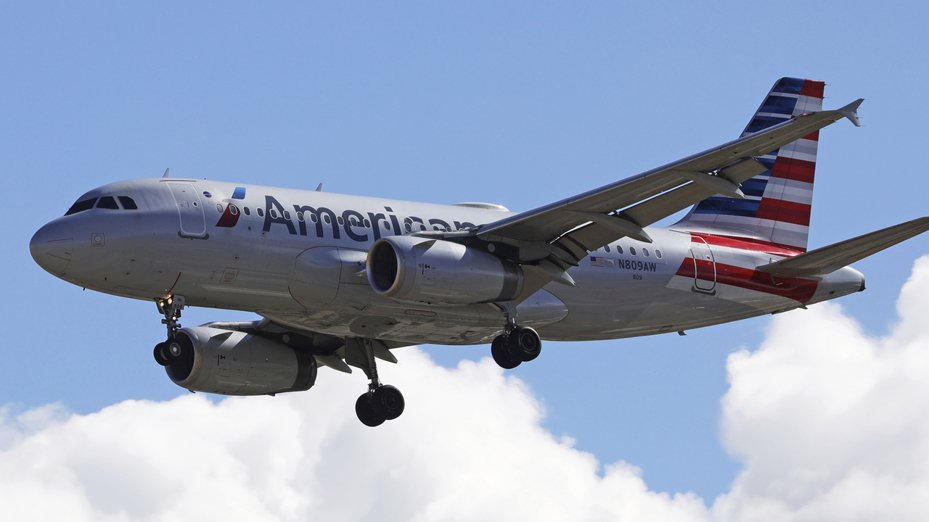 美國航空班機上一名男子抓隔壁乘客下體。美聯社