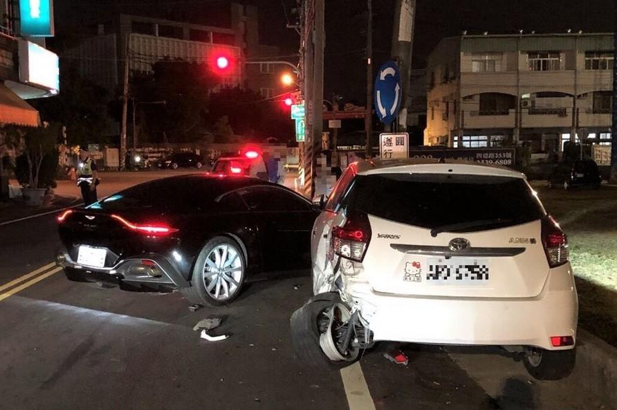 台中高級跑車肇事 「Aston Martin」車主醉撞路邊轎車