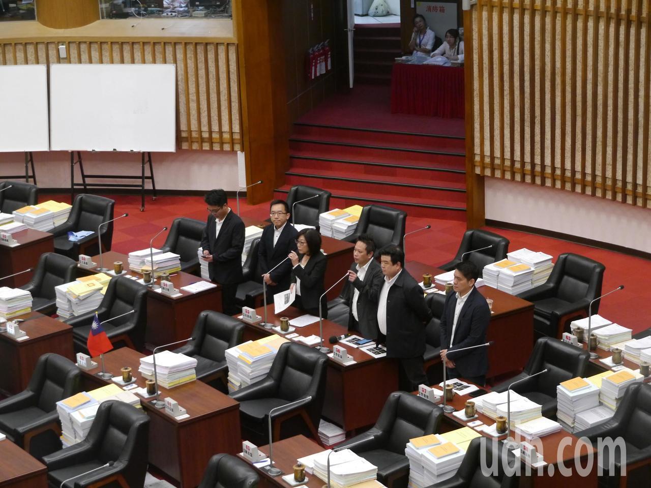 綠營高市議員合力出擊,質疑哈瑪星音樂季是為市長韓國瑜造勢的活動。記者徐白櫻/攝影