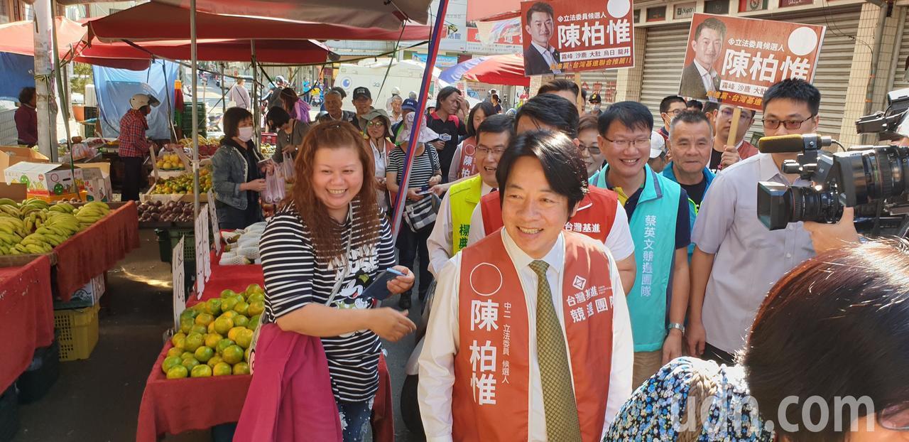 前行政院長賴清德今天到台中市,陪立委參選人陳柏惟拜票。記者游振昇/攝影