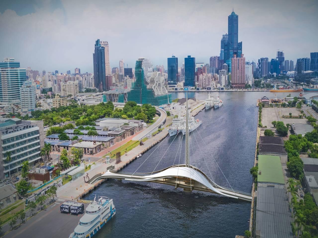 高雄港大港橋落成後是全台首座旋轉景觀橋。圖/台灣港務公司提供