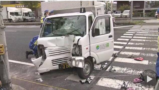 東京都八王子市發生一起小貨車撞人的車禍,有6個人受傷送醫。圖/取自NHK