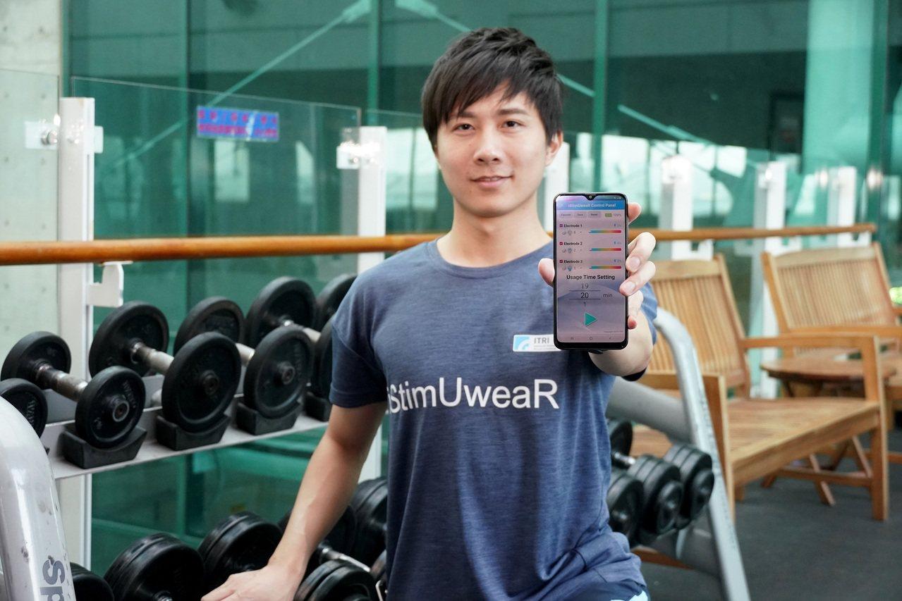 工研院「iStimUweaR複合式智能穿戴系統」在衣服上加值低周波電導按摩以促進...