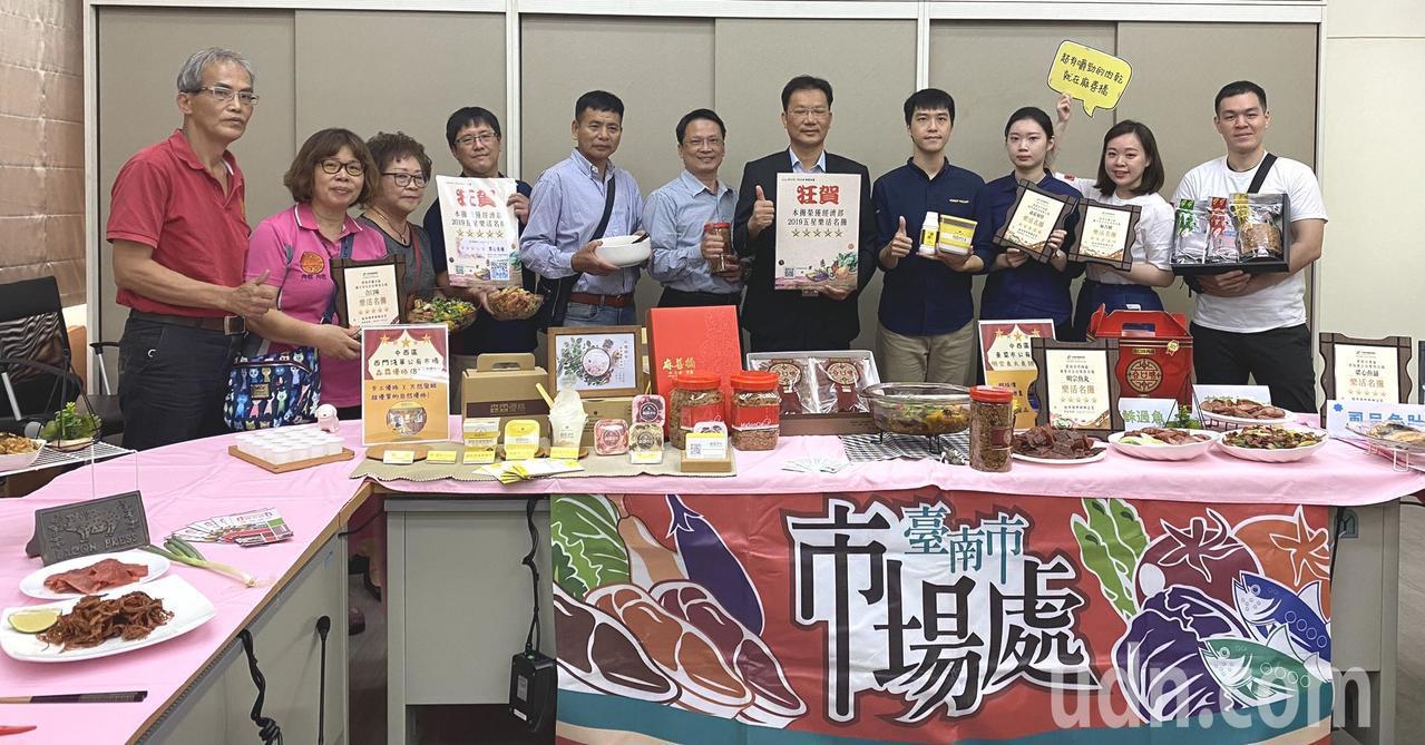經濟辦中部辦公室主辦的「樂活市集評鑑 」,台南傳統市場成績搶眼。記者謝進盛/攝影