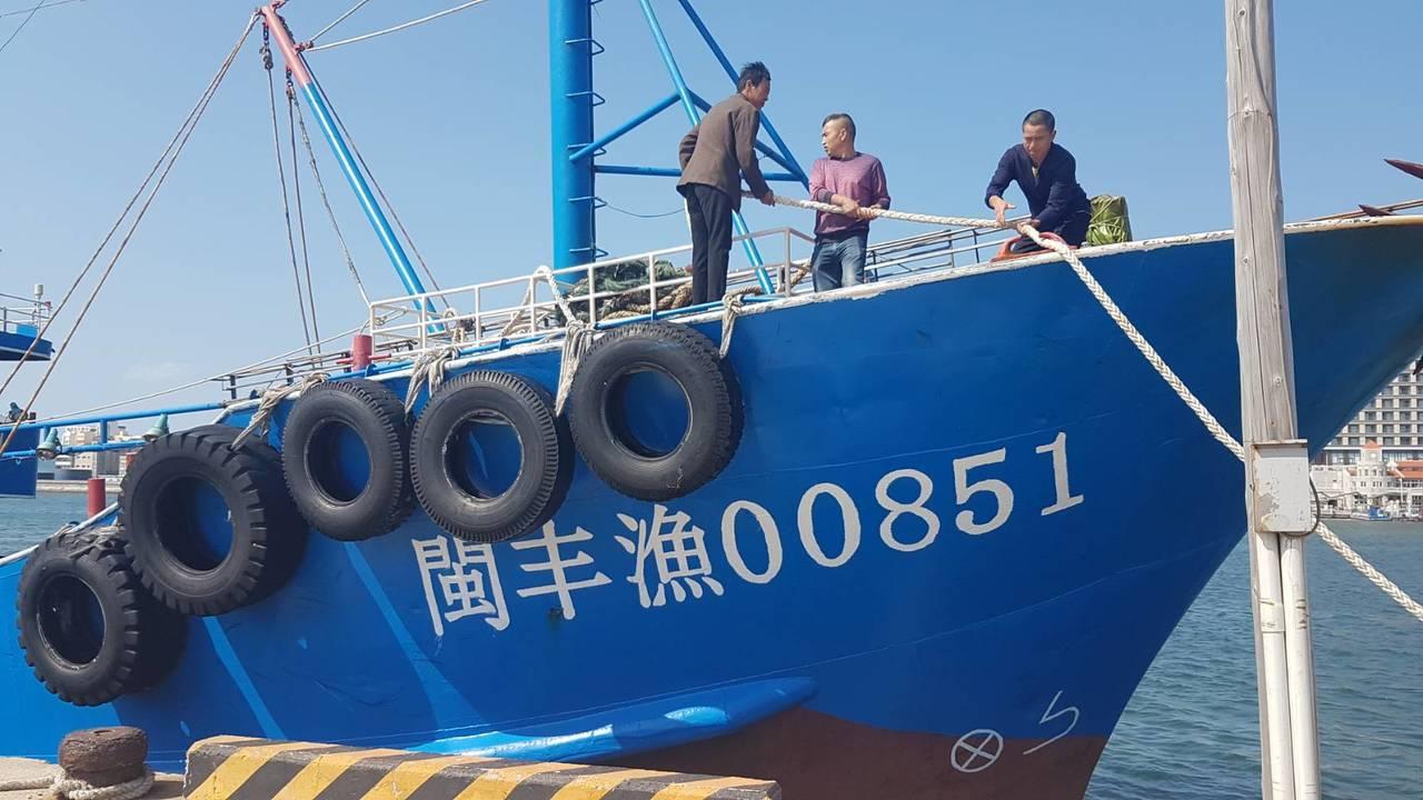 大陸漁船閩豐渔號涉嫌越界捕撈,被澎湖海巡署押回。圖/澎湖海巡隊提供
