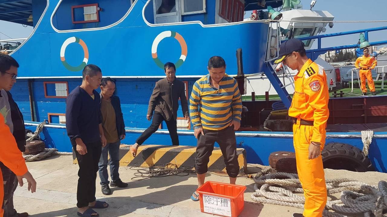 澎湖海巡隊起獲陸船閩豐漁號越界捕撈的200公斤漁獲。圖/澎湖海巡隊提供