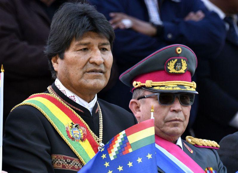 玻利維亞總統莫拉萊斯因涉及大選舞弊,引爆全國抗議。10日在連軍警也連手倒戈支持民眾後,黯然宣布辭職下台,終結長達13年的政權。法新社