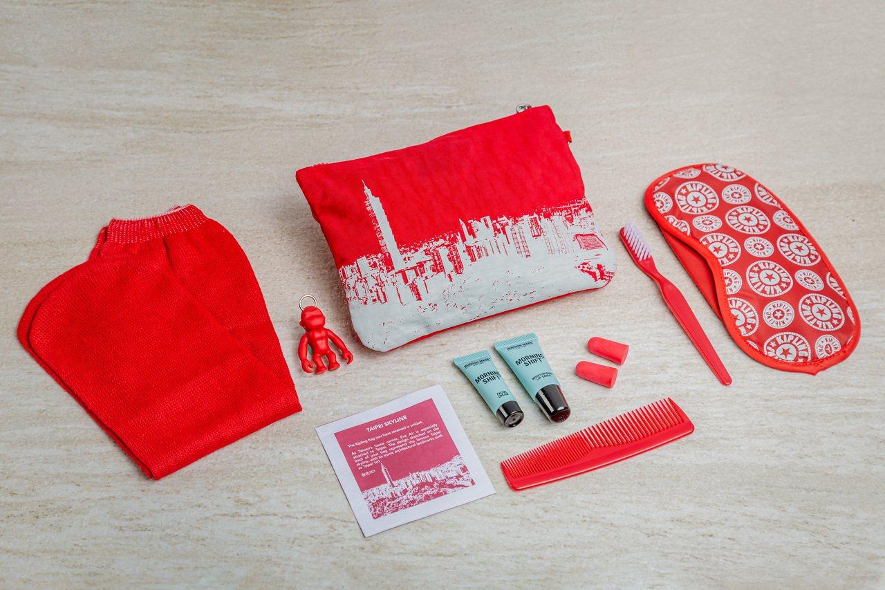 比利時流行品牌Kipling首次與航空公司合作,為長榮旅客量身打造專屬過夜包,將...