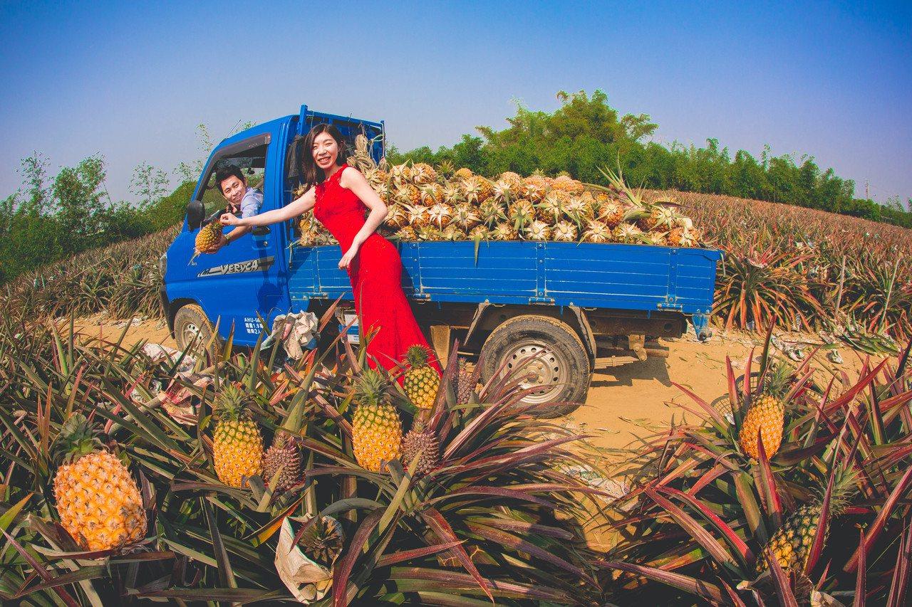 台南市觀光旅遊局兩位員工結婚,自助婚紗美翻了。圖/觀光旅遊局提供