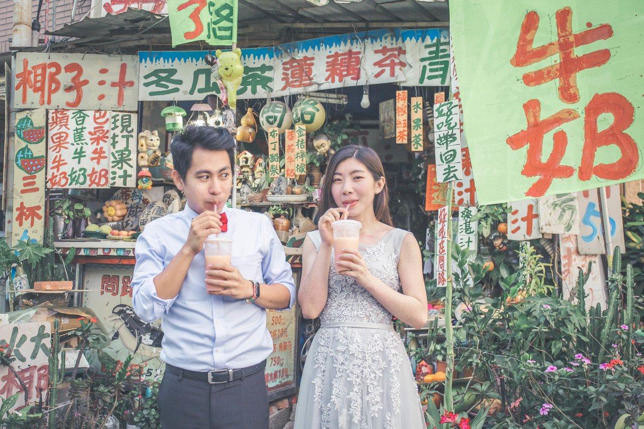 台南市觀光旅遊局兩位員工結婚,自助拍婚紗。圖/觀光旅遊局提供