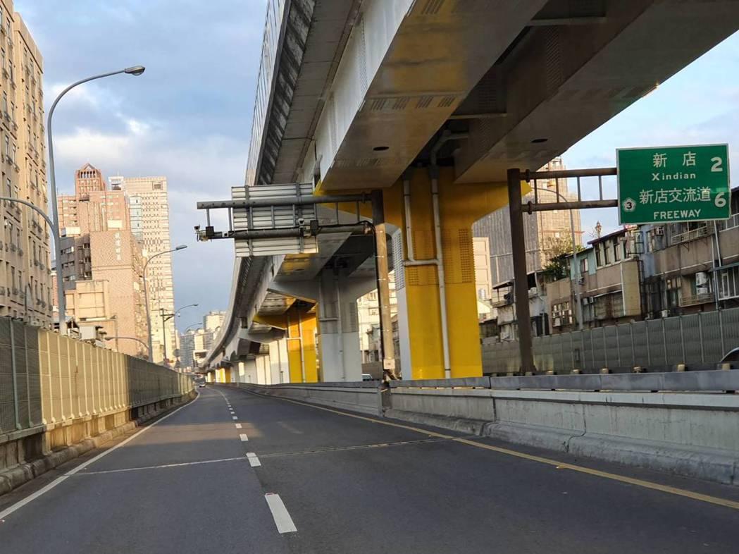 新北市在萬里隧道、北宜公路實施區間測速之後,車禍事故明顯降低,市警局經過評估,台...