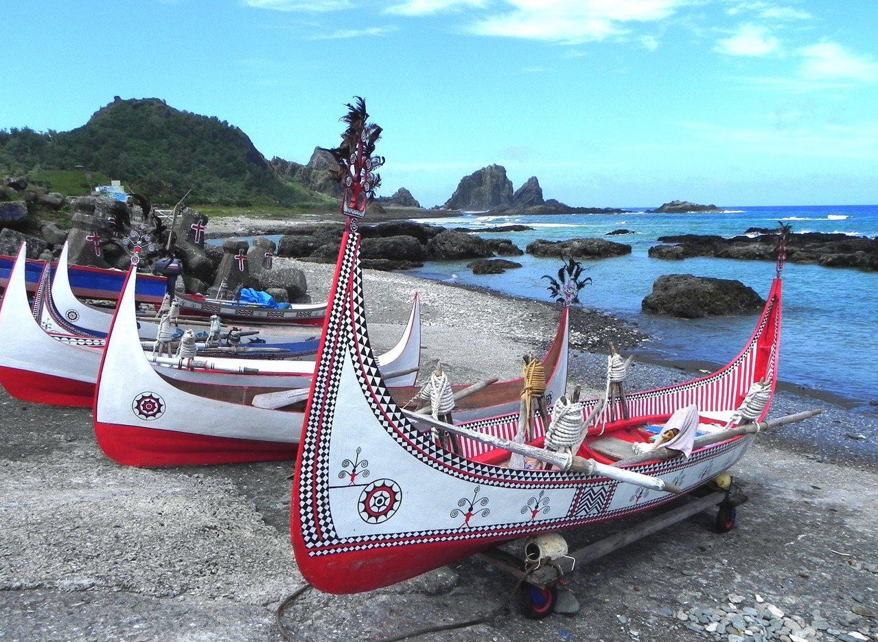 蘭嶼獨有達悟族人文與優美的自然景觀,近年來吸引不少國內外遊客登島旅行。記者羅紹平...