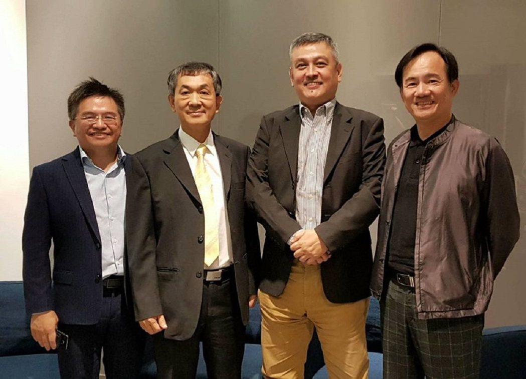 禾聯碩總經理林欽宏(左二)與釩創科技董事長鄭清汾(右二)。圖/禾聯碩提供