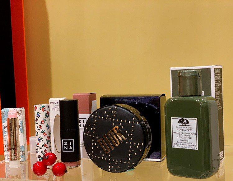 「星空許願倒數日曆」隨機出貨4款正品商品,吸引少女粉絲搶購。記者徐力剛/攝影