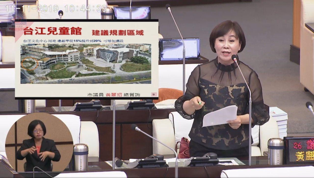 台南市議員黃麗招關切安南區兒童館是危樓。記者修瑞瑩/攝影
