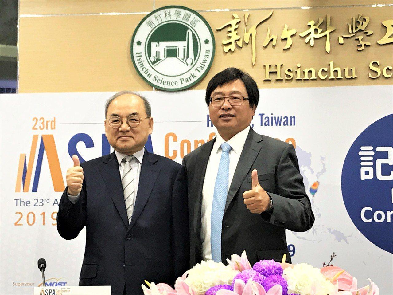 竹科管理局局長及是現任ASPA理事長王永壯(右)偕同秘書長Dr. Kwon宣布,...