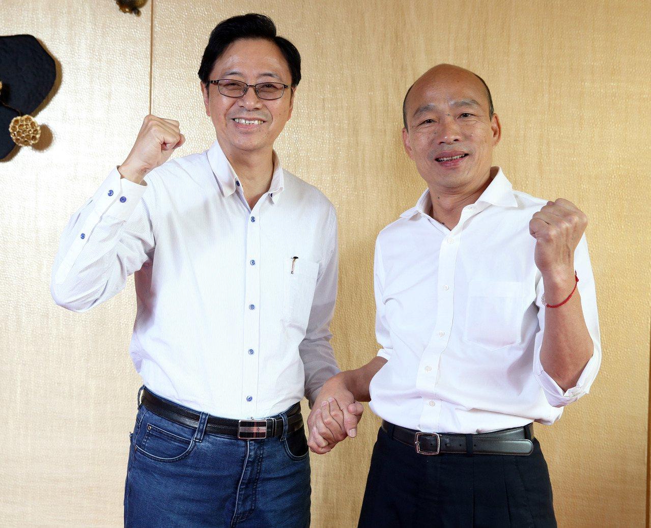 韓國瑜(右)與副手搭檔張善政同心齊力,將分頭合擊迎戰對手。記者劉學聖/攝影