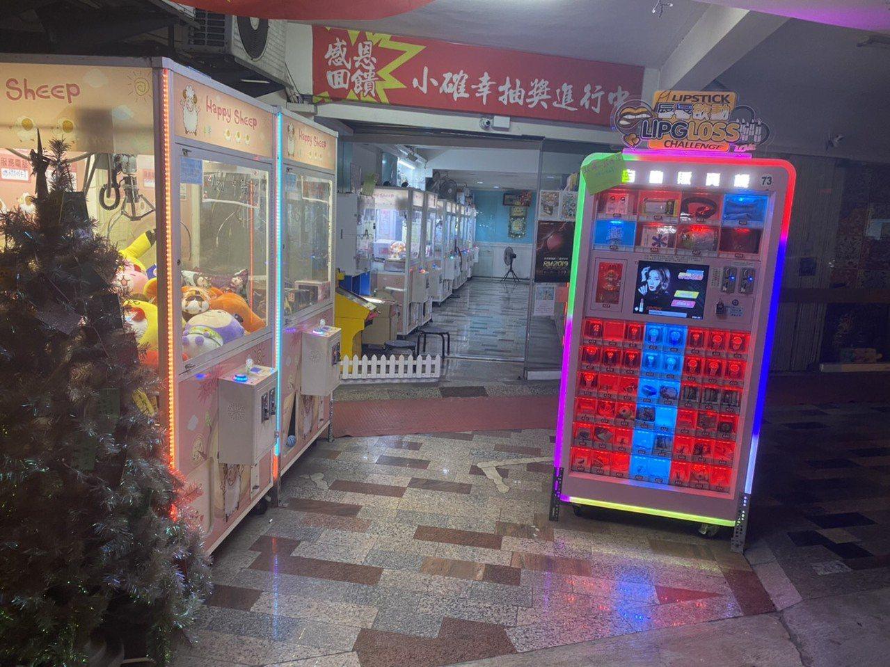 台南市北區娃娃機店兌幣機鎖頭遭人破壞,造成業者損失,警方展開調查。記者黃宣翰/翻...