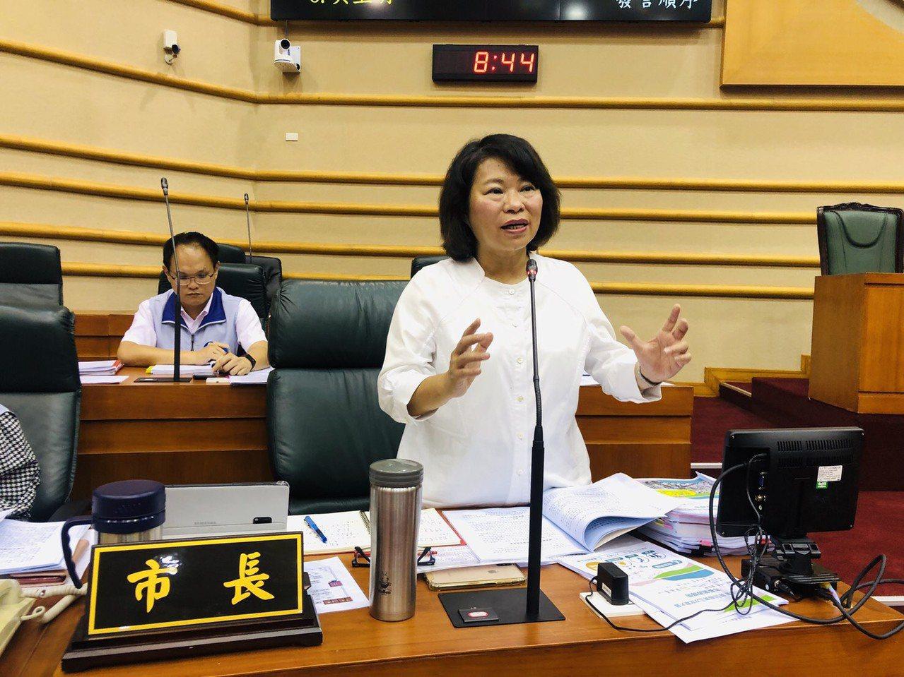 嘉義市長黃敏惠希望議會通過1999專線預算。記者李承穎/攝影
