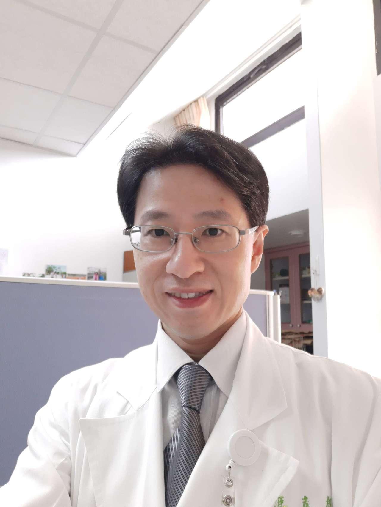台北榮總胸腔部主治醫師馮嘉毅日前接獲一名八十歲的患者,合併有糖尿病、肺阻塞、心臟...