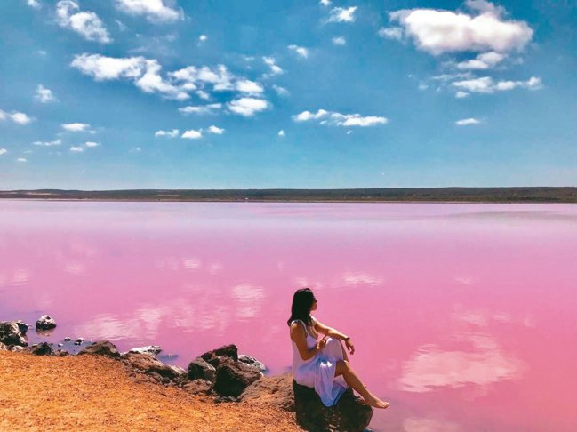 粉紅湖打卡美景。 圖/有行旅提供