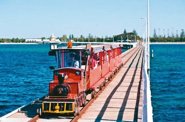 南半球最長的木棧橋「巴瑟爾頓 」。 圖/有行旅提供