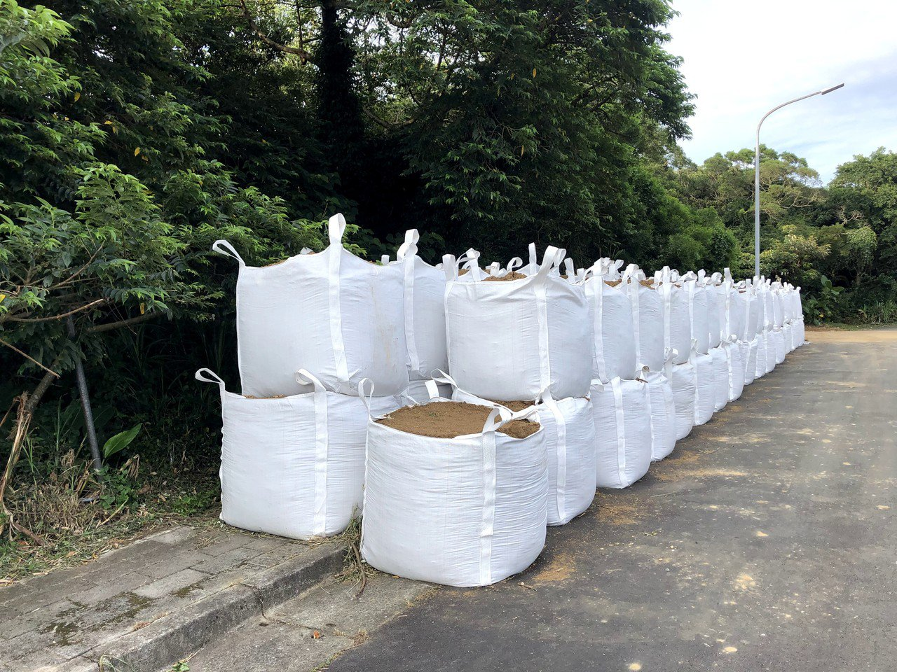 「住六之六自辦市定重劃區」延宕多年,日前爆出現場堆積土方等跡象,台北市環保局認定...