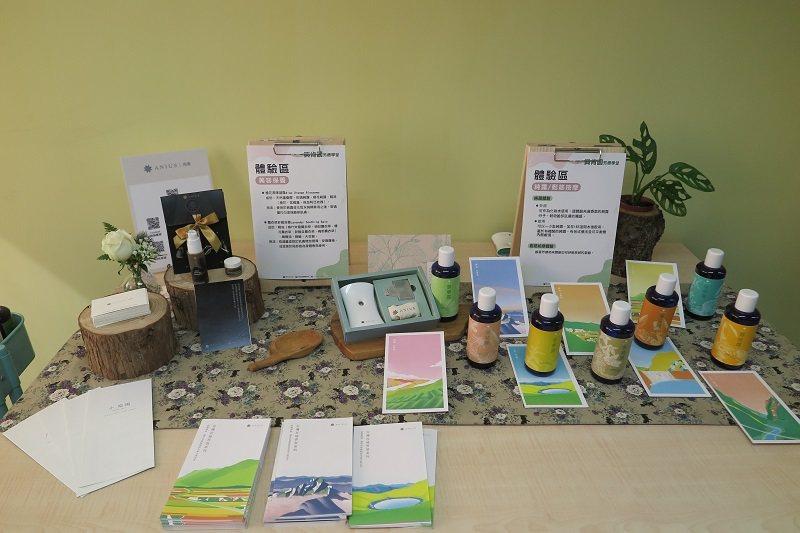 展示台灣五木精油及香氣抓周體驗。 蔣佳璘/攝影