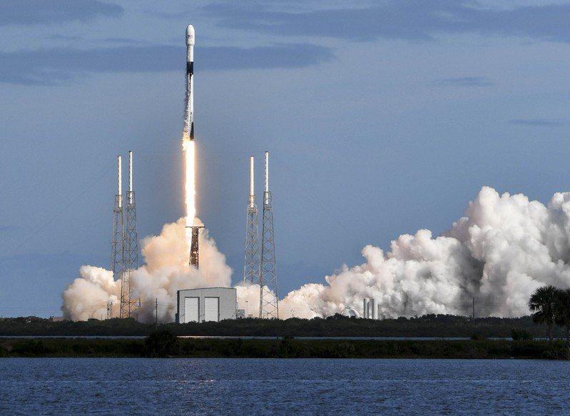 太空探索科技公司11日使用獵鷹火箭攜帶第二批共60枚小衛星送上軌道,目的是提供覆蓋全球的互聯網服務。美聯社