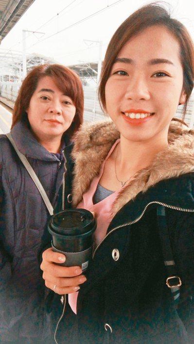 媽媽(左)是激勵譚雅婷在射箭場上奮戰前進的心靈導師。 圖/譚雅婷提供