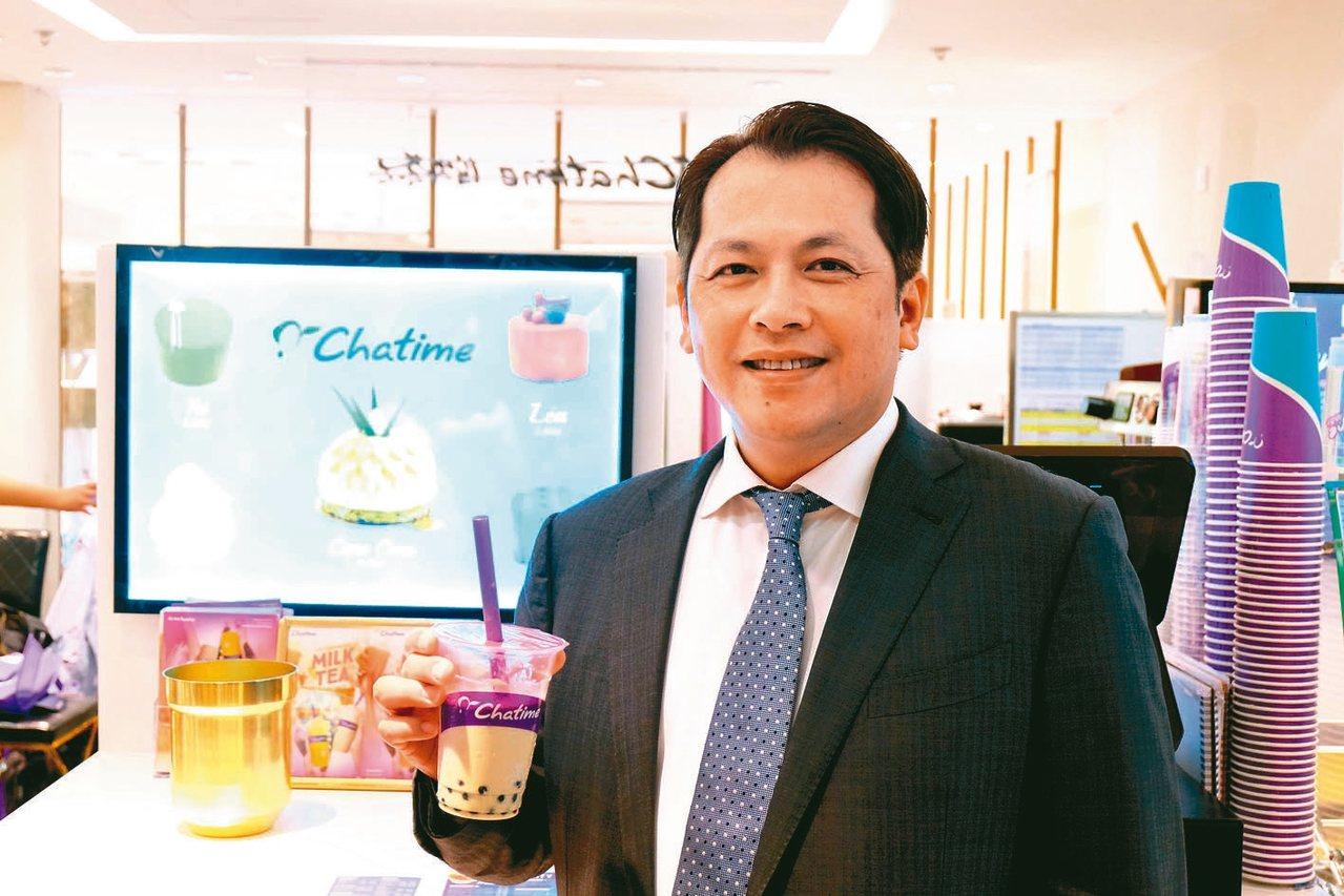 六角表示,第三季成長動能主要來自於「Chatime日出茶太」品牌力,圖為董事長王...