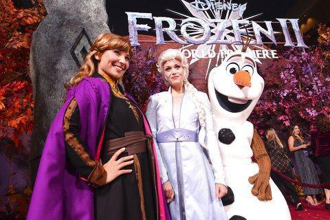 影史票房最佳的動畫片之一「冰雪奇緣」續集即將上映。未演先轟動的是,兩位女主角在新作中穿上褲裝,被視為迪士尼公司「順應時代潮流」的作法。主題曲Let It Go一時爆紅,2013年上映的「冰雪奇緣」(...