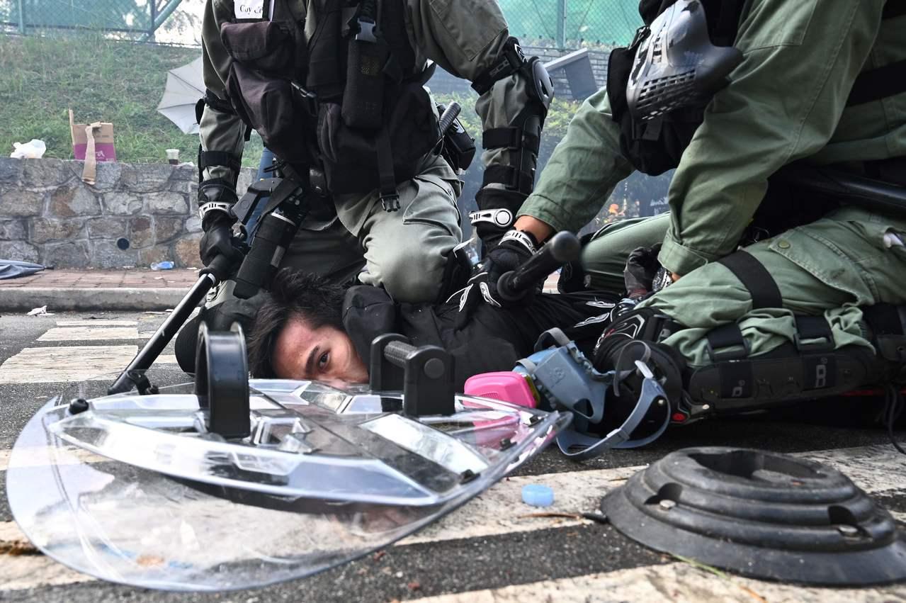 香港11日多處發生「反送中」示威活動,共有287人被捕,其中近三分之二是學生。法...