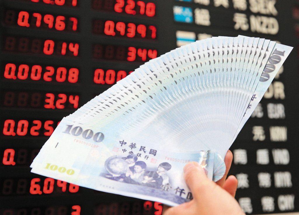 新台幣兌美元今(12日)開盤價為30.440元,最高30.380元、最低30.4...