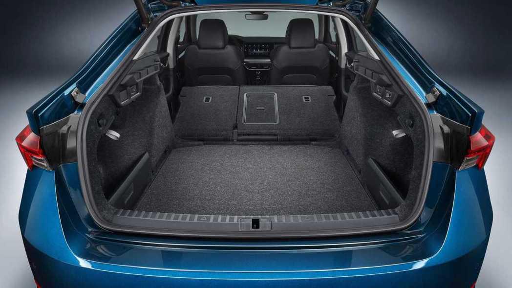 再換上Volkswagen集團的MQB模組化底盤,後車箱的體積更是驚人,房車來到...